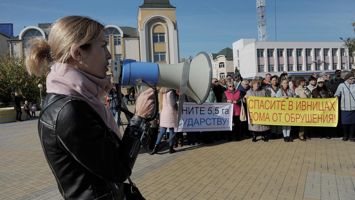 «Выхода нет». Дачники устроили митинг против застройки берега реки Воронеж