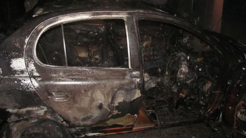 В Терновском районе из-за пожара семья лишилась машины, гаража и душа
