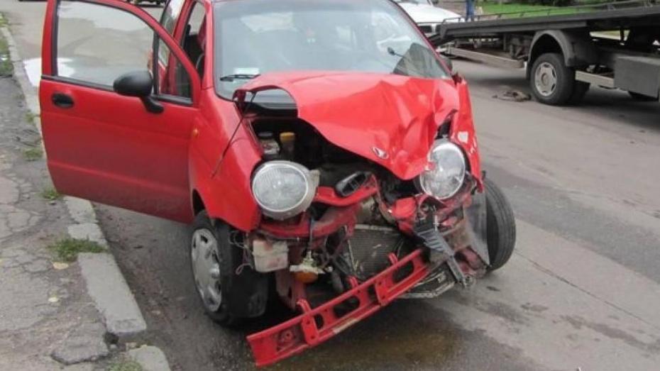 Автоледи пострадала при столкновении с полицейской машиной в Воронежской области
