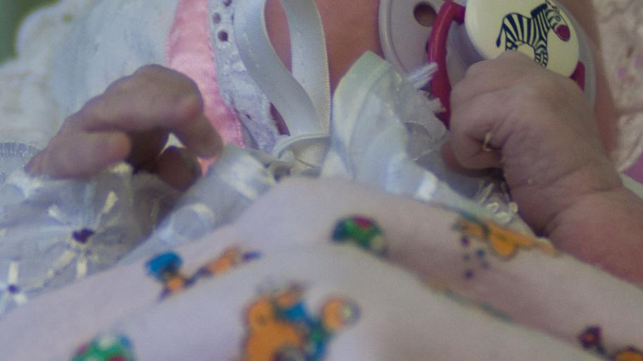Воронежские полицейские ищут мать младенца, которого бросили в подъезде