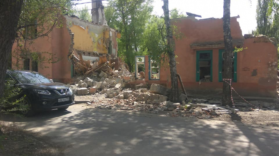 Воронежцы пожаловались на опасный для жителей снос здания
