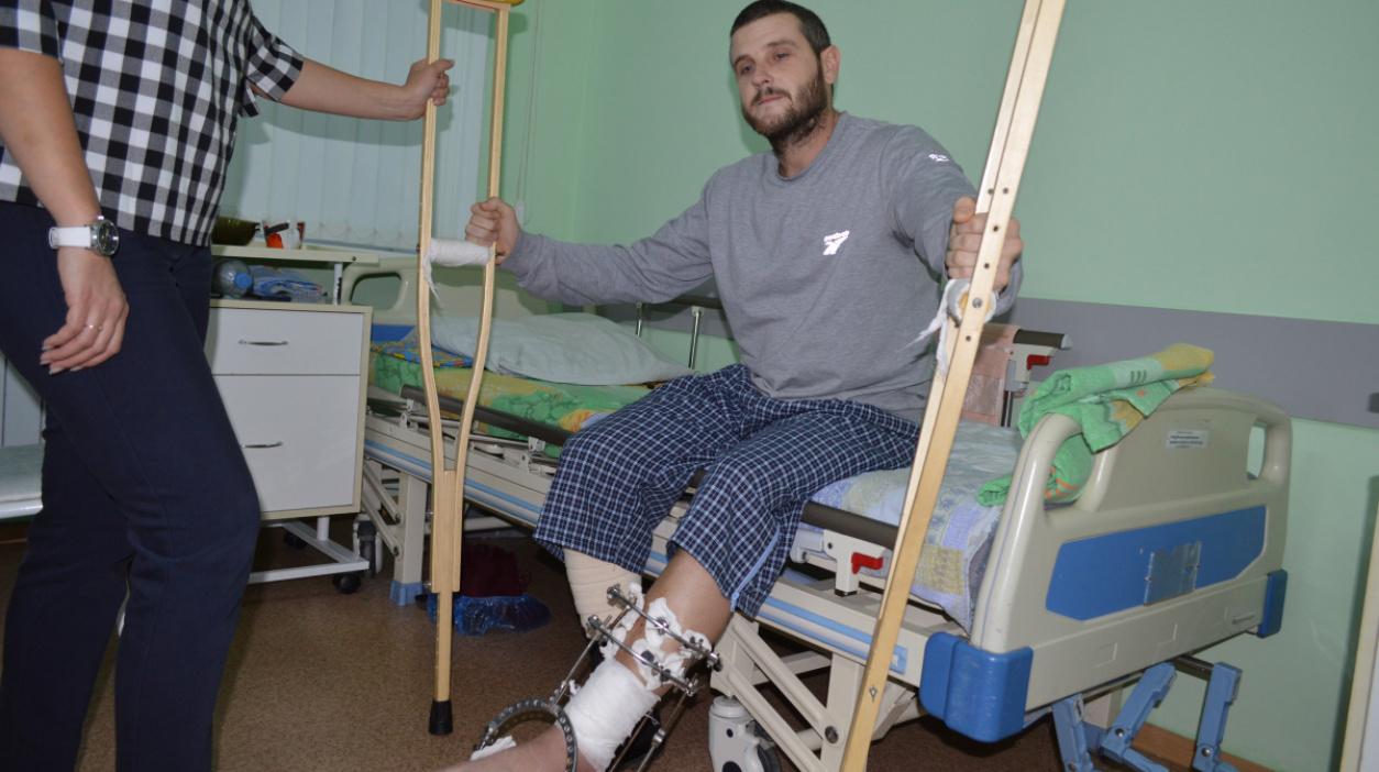 «Пришел пустить кровь». Мужчина в маске прострелил ногу посетителю кафе в Воронежской области