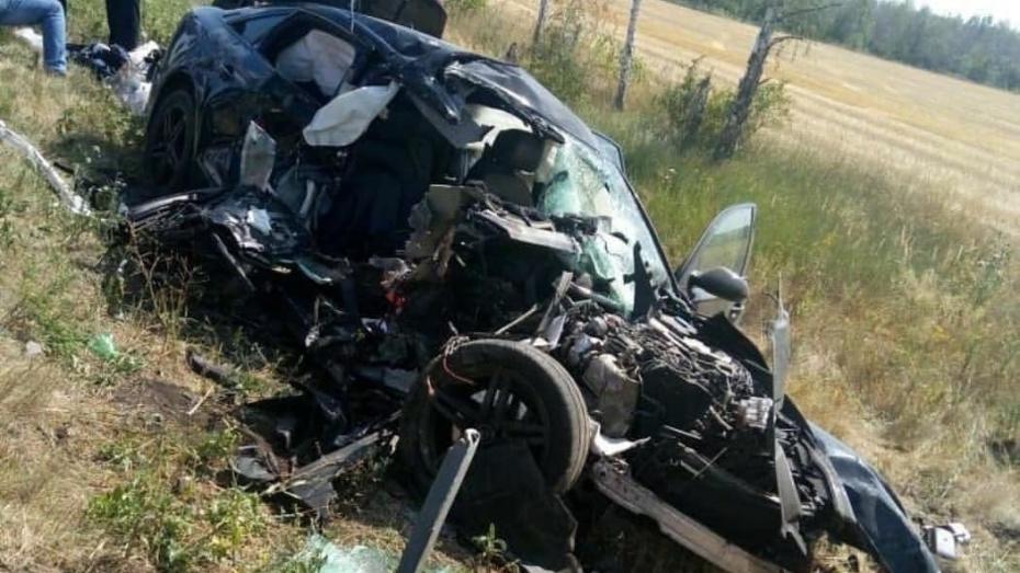 В Воронежской области Audi A6 выехал на встречку и врезался в МАЗ: 2 пассажира погибли