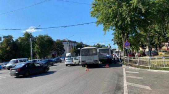 В Воронеже при столкновении маршруток пострадали 3 пассажира