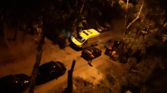 Очевидцы: в Воронеже во дворе дома нашли тело 21-летней девушки