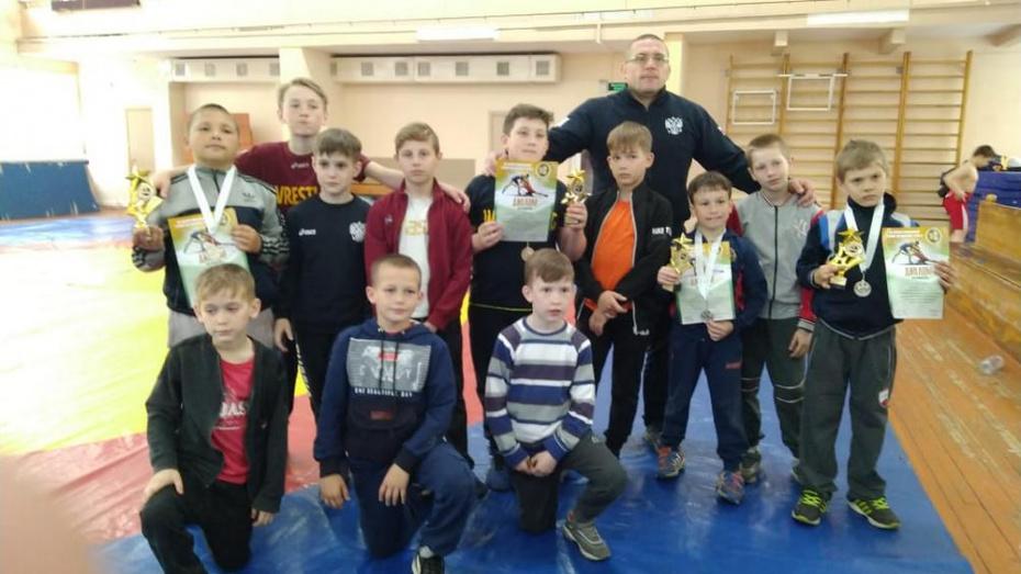 Эртильцы выиграли 3 «серебра» на межрегиональном  турнире по вольной борьбе