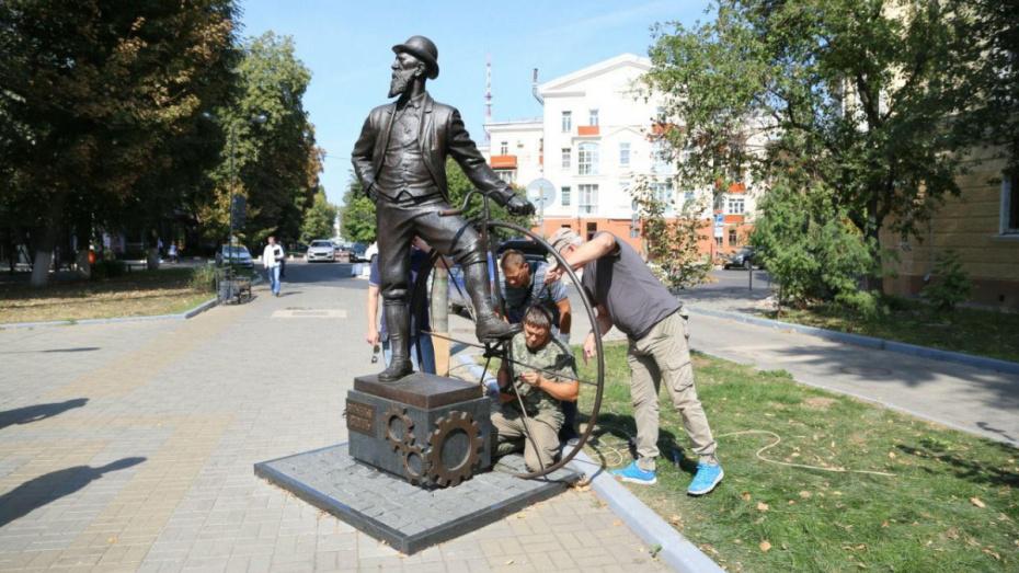 Автор сломанного в Воронеже памятника Столлю: «Тяжелый человек не подумал»