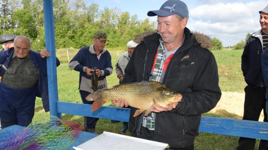 Жители Воробьевского района отметили День рыбака