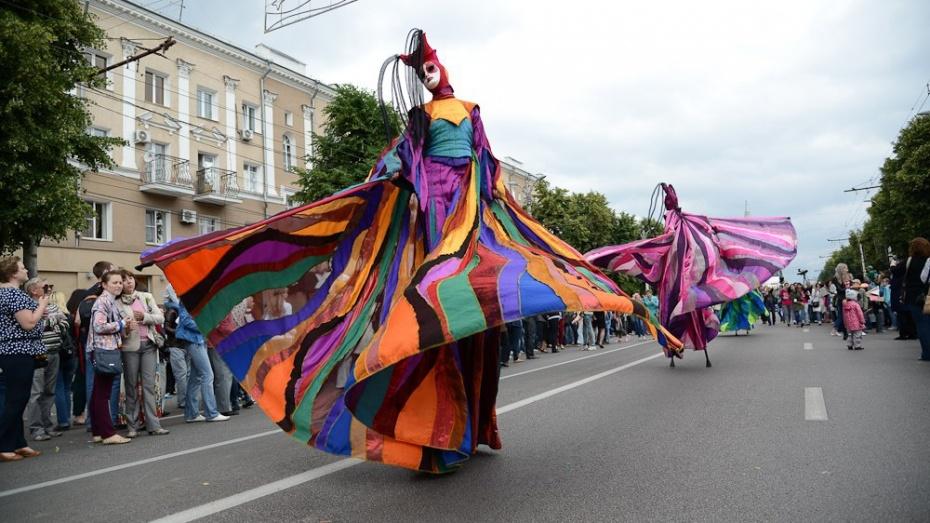 В Воронеже проспект Революции перекроют для парада уличных театров