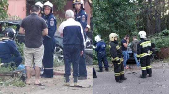 В Воронеже BMW насмерть сбил пешехода и врезался в столб