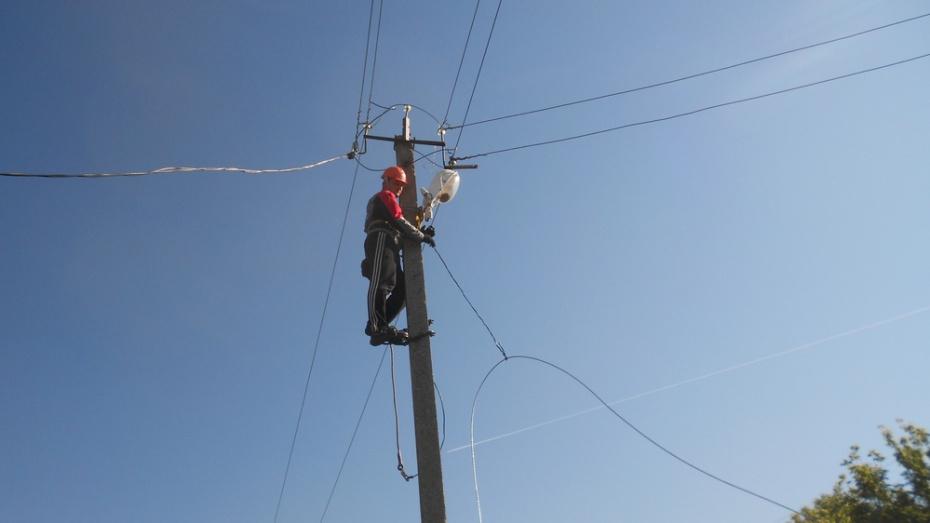 В каменском селе Ольхов Лог отремонтировали уличное освещение