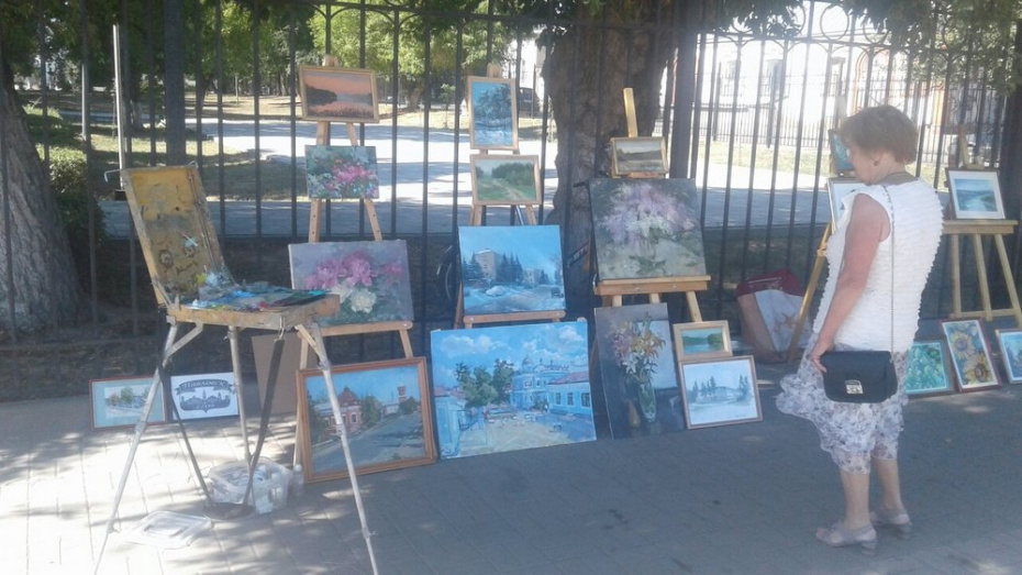 Жителей Павловска пригласили на выставку картин под открытым небом 23 августа