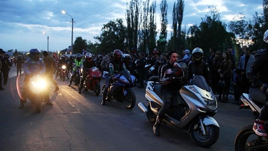 Воронежские байкеры привезли в Новую Усмань Вечный огонь