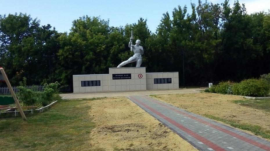 В павловском селе Михайловка отремонтировали памятник павшим в ВОВ воинам