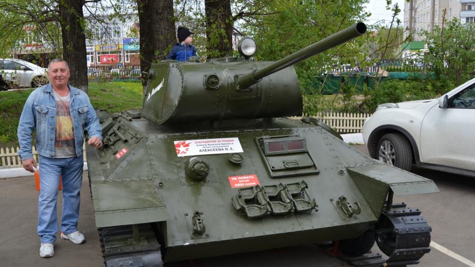 Россошанец изготовил макет танка Т-34 ко Дню Победы
