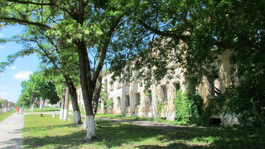 В Нижнедевицке законсервируют разрушенное здание больницы 1929 года постройки
