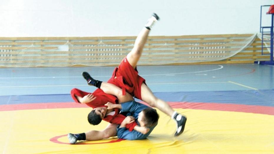 Известные спортсмены провели мастер-класс для аннинских мальчишек и девчонок