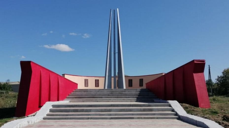 В новохоперском селе Бурляевка отремонтировали памятник погибшим в годы ВОВ односельчанам