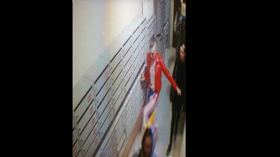 В соцсети опубликовали видео с молодыми людьми, ломающими почтовые ящики в новостройке