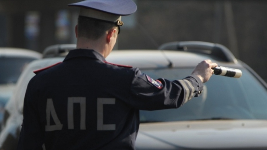 Житель Воронежской области ответит в суде за попытку подкупить инспектора ДПС