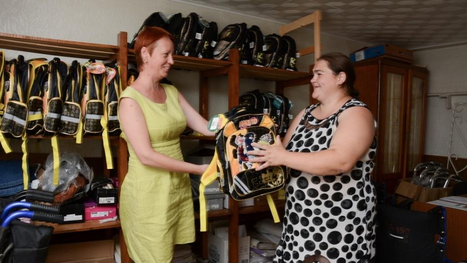 В Острогожском районе 50 детей получили укомплектованные школьные портфели