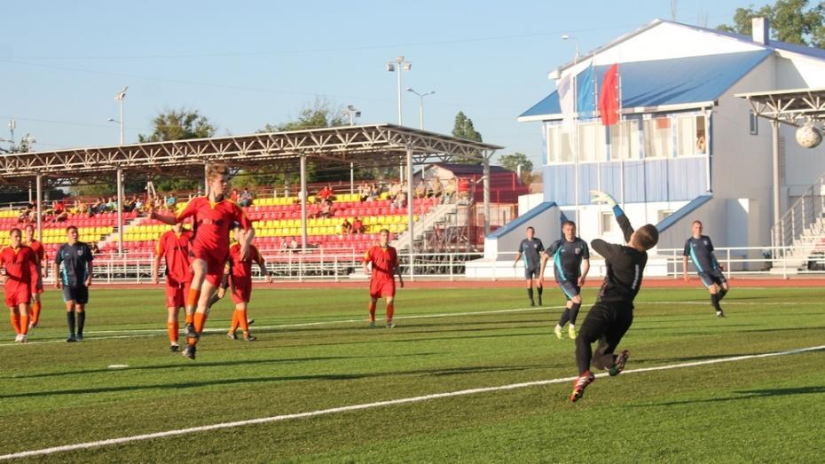 На обновленном стадионе в Борисоглебске прошел первый футбольный матч