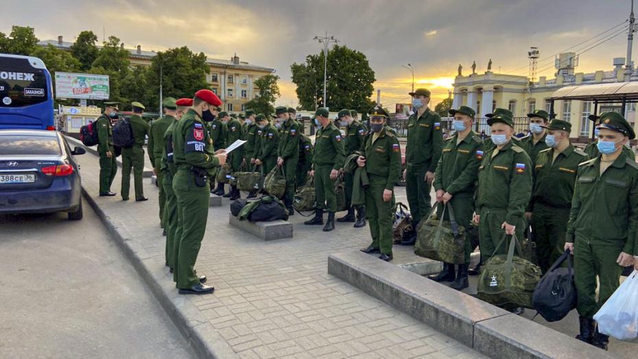 Во время пандемии из Воронежа к месту службы отправились первые призывники