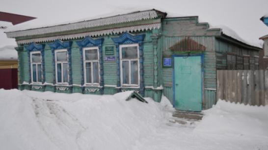 В терновском селе Народное отремонтируют резной навес библиотеки