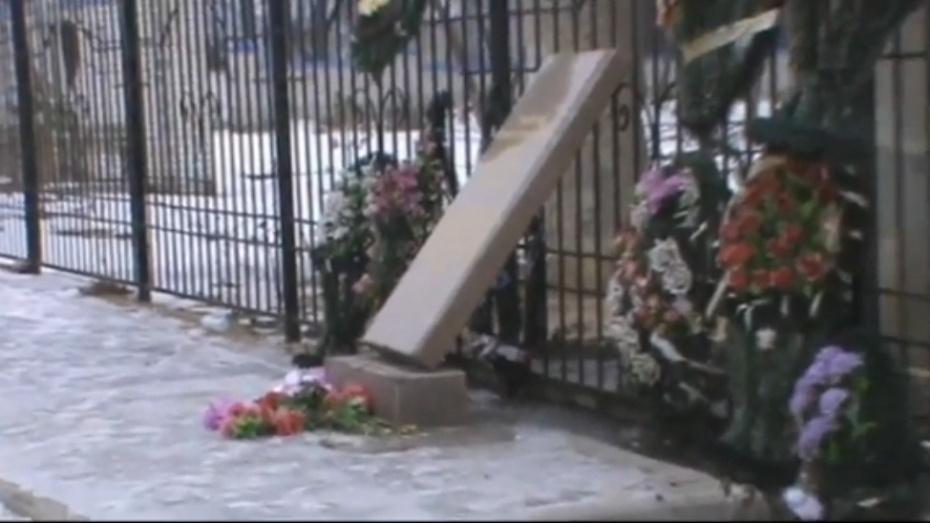 Мемориальная плита воронежской Ротонды упала