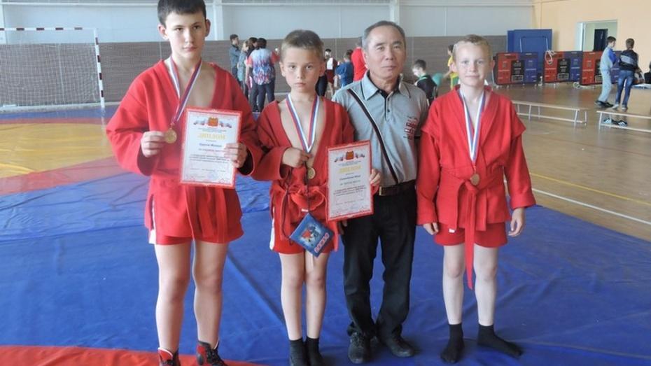 Бутурлиновские самбисты победили в межрегиональном турнире