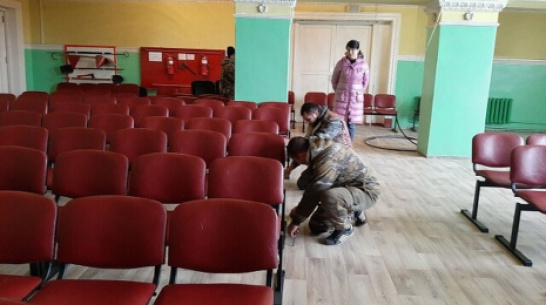 В память о детстве в деревне москвич оплатил ремонт Дома культуры в Таловском районе