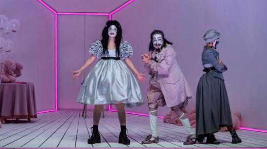 Театр на Таганке показал в Воронеже «Тартюфа» в стиле панк-буффонады