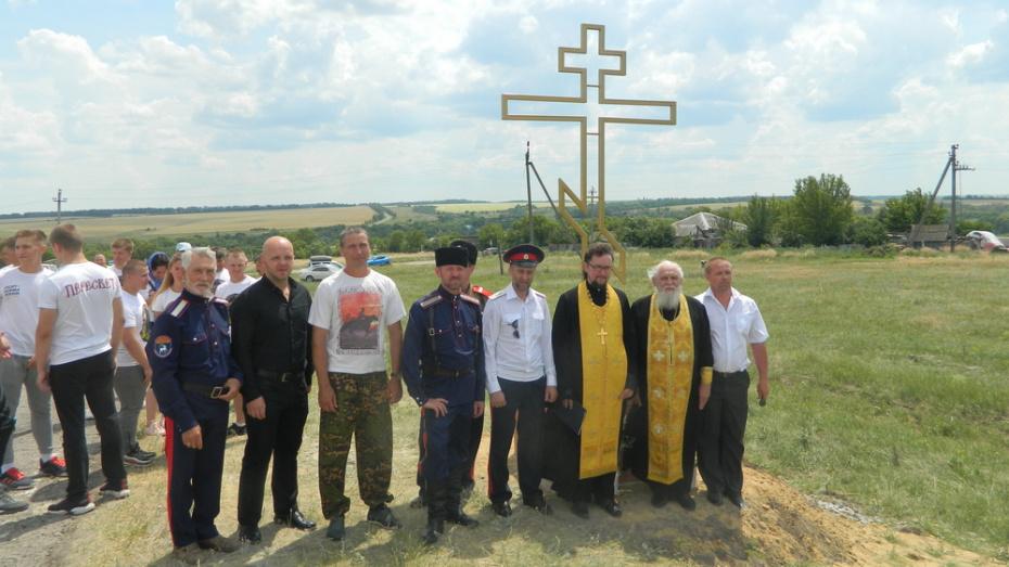 В острогожском селе Петренково на въезде установили памятный крест