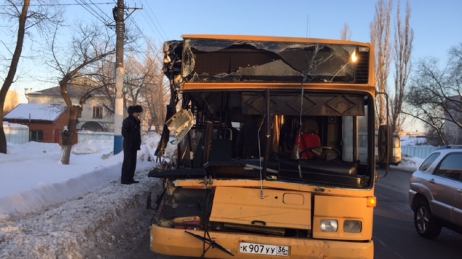 5 человек пострадали в трагедии сучастием автобуса и фургона вВоронеже
