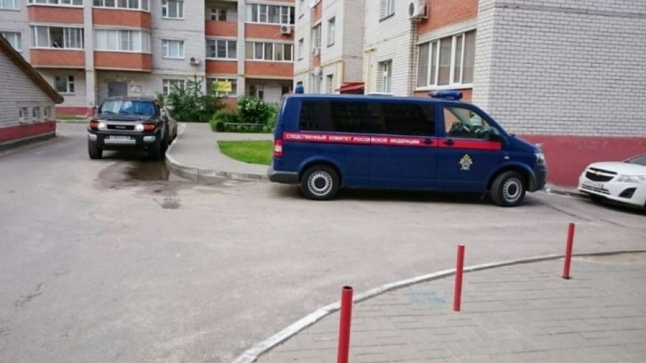 ВВоронеже 20-летняя девушка спорезанными венами упала с7 этажа