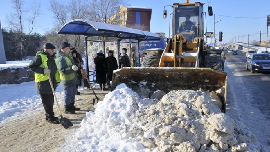 Сегодня днем на дорогах Воронежа работало 124 единицы техники