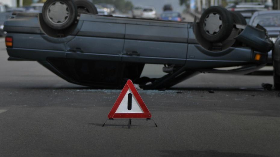 Наворонежской трассе опрокинулась вкювет Тойота: двое погибли