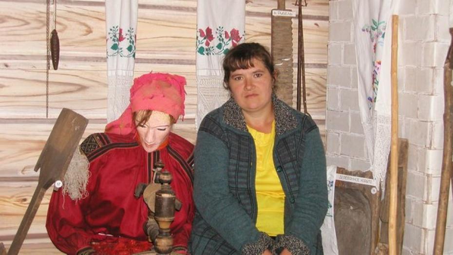 В Новохоперском районе установили памятник пряхе