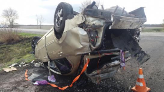 В Воронежской области машина вылетела в кювет и перевернулась: 2 пострадавших