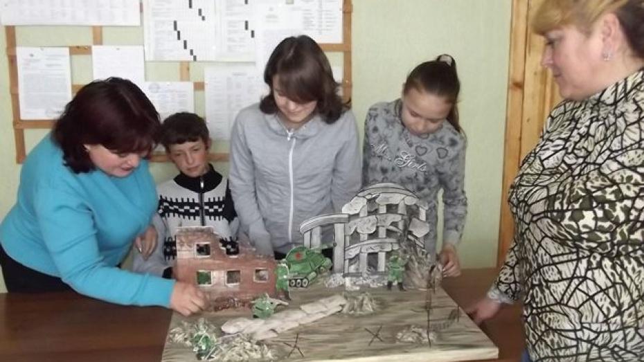 Терновские учителя построили Ротонду из картона