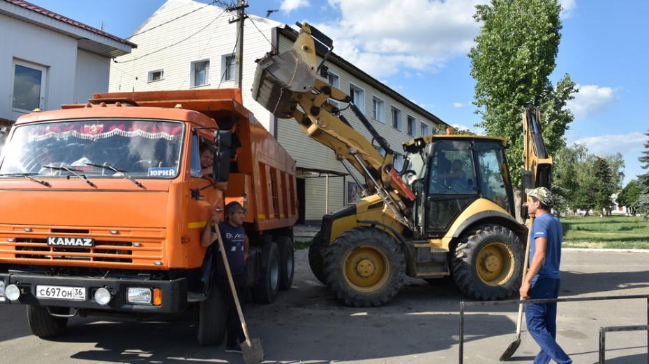 В Кантемировке на ремонт тротуаров на центральной улице направили около 2 млн рублей