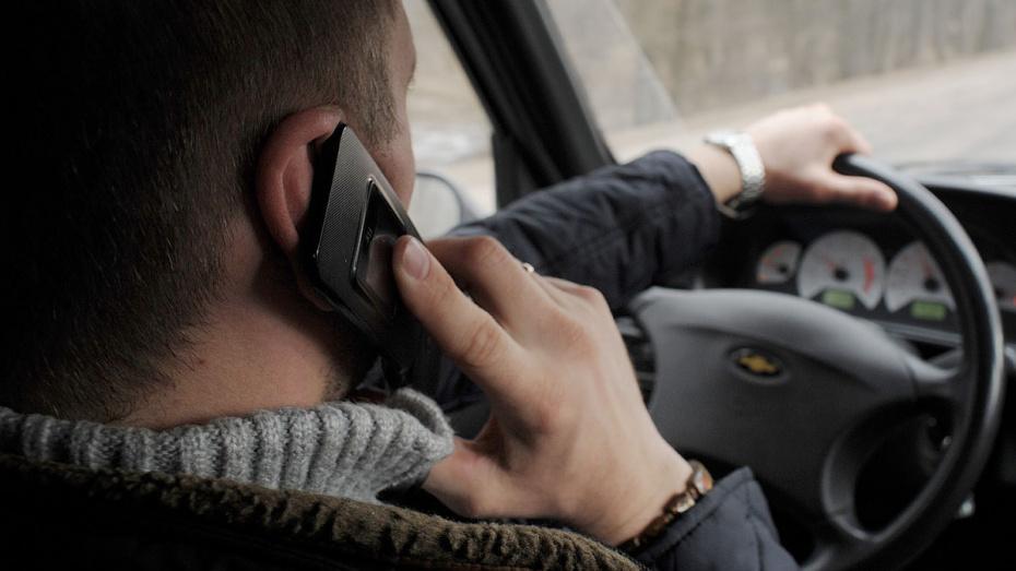 Житель Воронежской области с накладными усами угнал 2 машины на глазах у хозяев