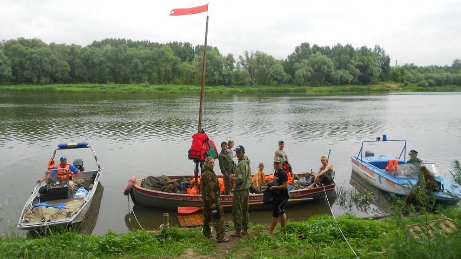 В Лисках сделали остановку участники молодежного шлюпочного похода по маршруту Воронеж-Севастополь