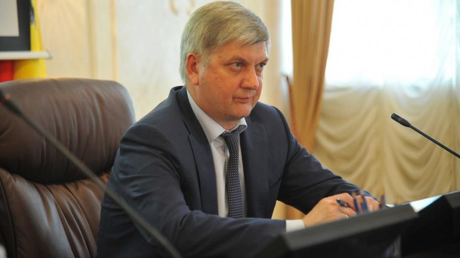 Доходы мэра Воронежа Александра Гусева в 2015 году упали на полмиллиона рублей
