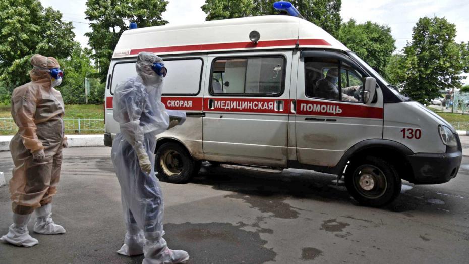Выплаты медикам в России продлили на 2 месяца