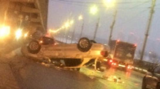 В Воронеже из-за перевернувшейся иномаркиобразовалась 3-километровая пробка