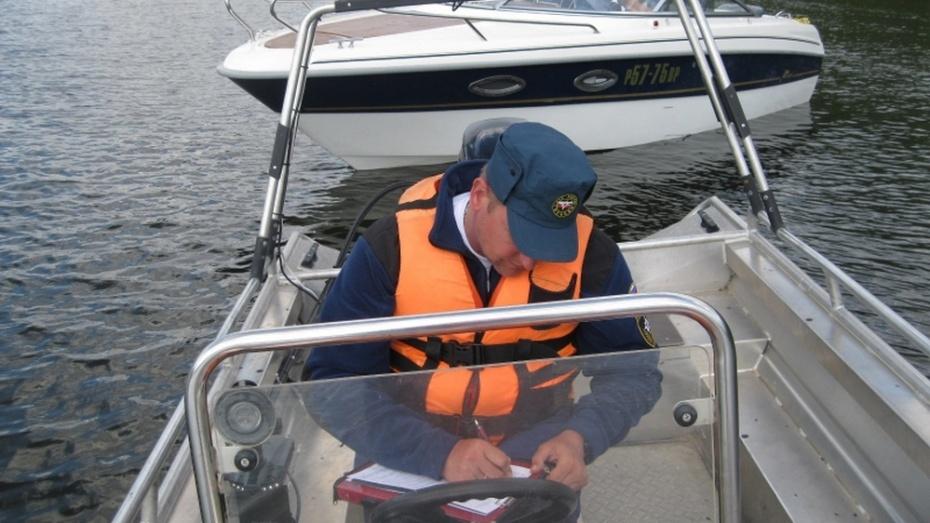 На воронежских водоемах спасатели за день поймали 8 катеров
