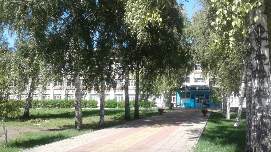 Выигравшая 506 млн рублей жительница Воронежской области помогла с ремонтом школе