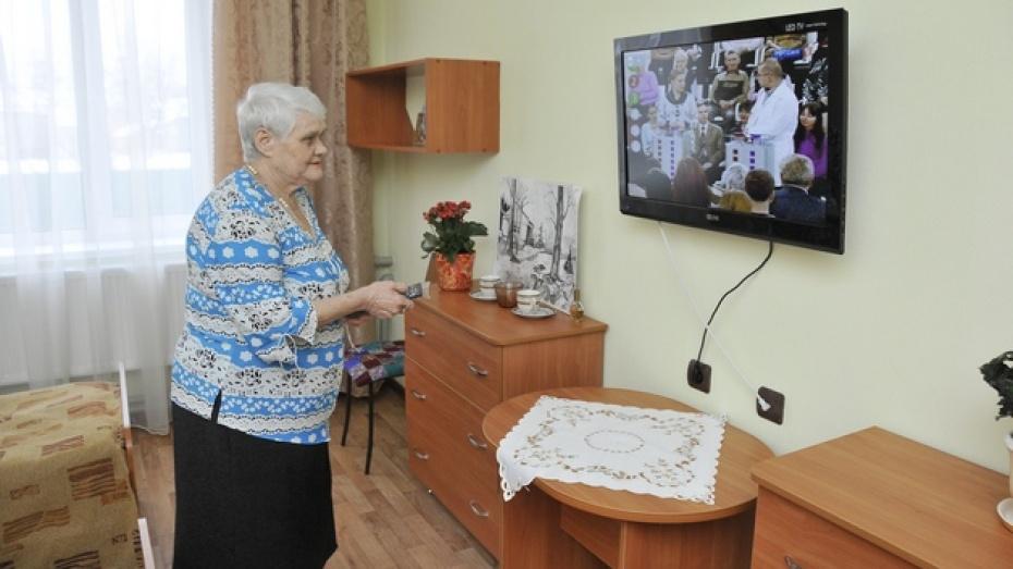 Жители Воронежа и нескольких районов области больше недели смотрят цифровое телевидение