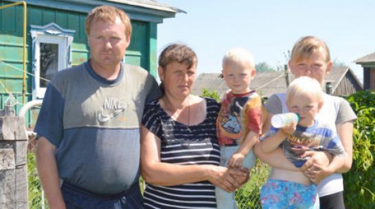 Жители Терновского района помогли многодетной семье погорельцев